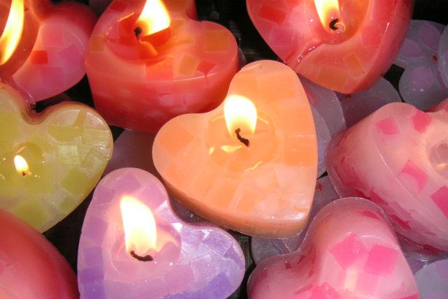 ハートのキャンドルが炎でキラキラ輝いて綺麗ですね!