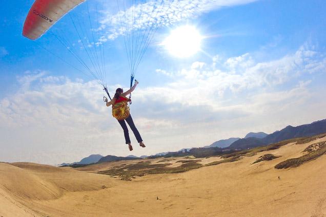 「砂丘でのパラグライダー」の画像検索結果