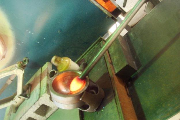 てぃだ工房 (恩納村(国頭郡) 吹きガラス体験)の「【沖縄県恩納村・吹きガラス体験】ビーチそばの工房で、吹きガラス体験を楽しもう!」の画像