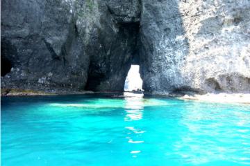 【青の洞窟コース】奇岩やド迫力の岸壁も見られる!【北海道・小樽・クルージング】